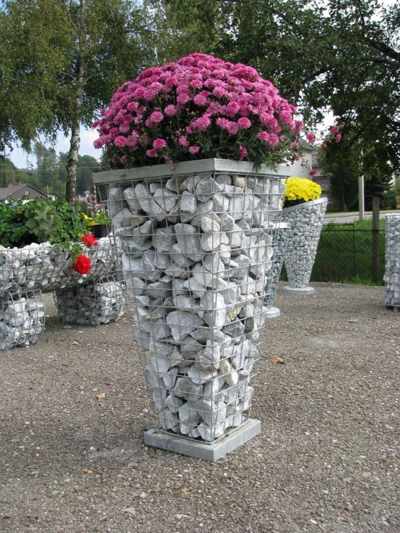 15 encantadores gaviones decorativos para patios y jardines for Articulos decorativos para jardin