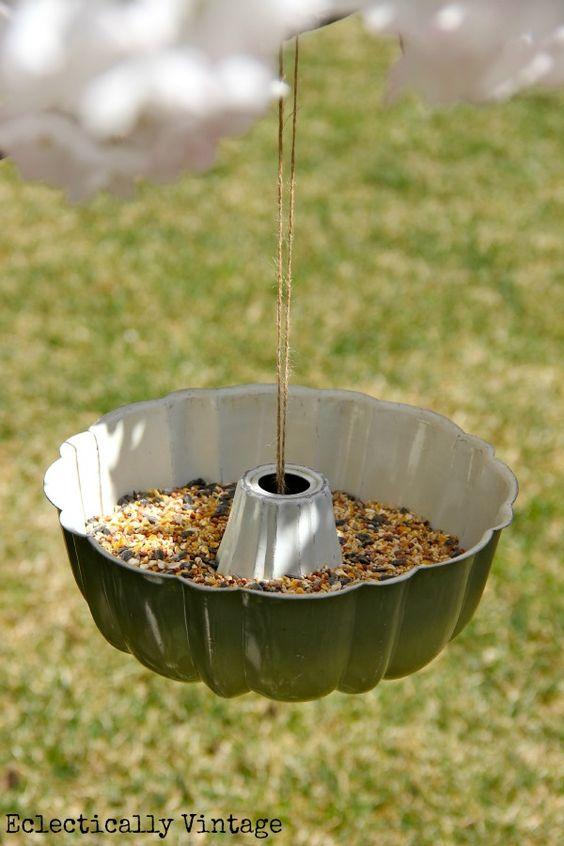 17 ideas originales para decorar el jardin con utensilios for Utensilios de cocina viejos