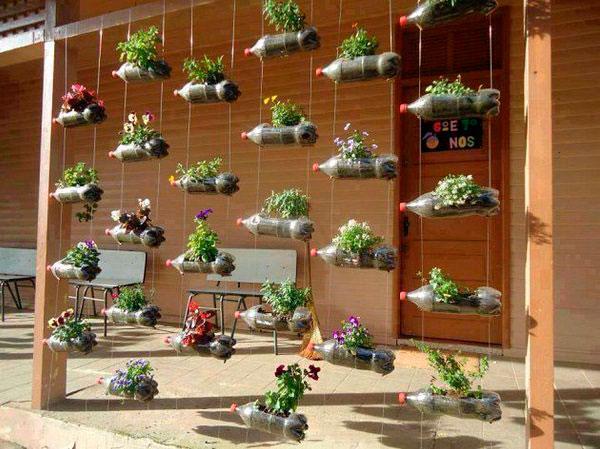 ideas para decorar tu jardn con botellas de plstico