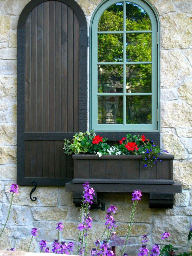 15+ Ideas Preciosas para Decorar las Ventanas de Casa con Cajas de Flores
