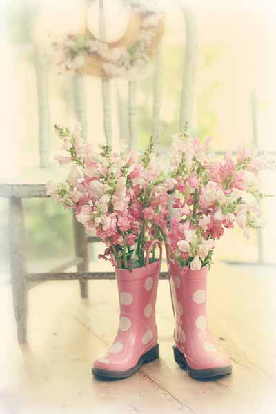 20 jarrones y floreros que puedes hacer con manualidades for Como decorar un cristal de mesa