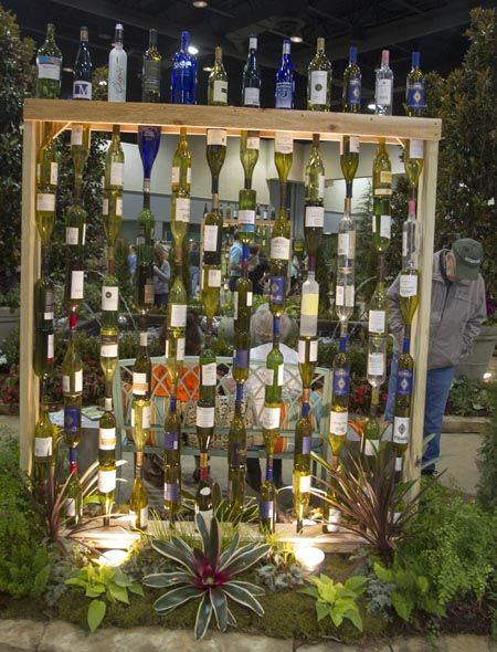 hermosas ideas para decorar jardn con botellas de vino