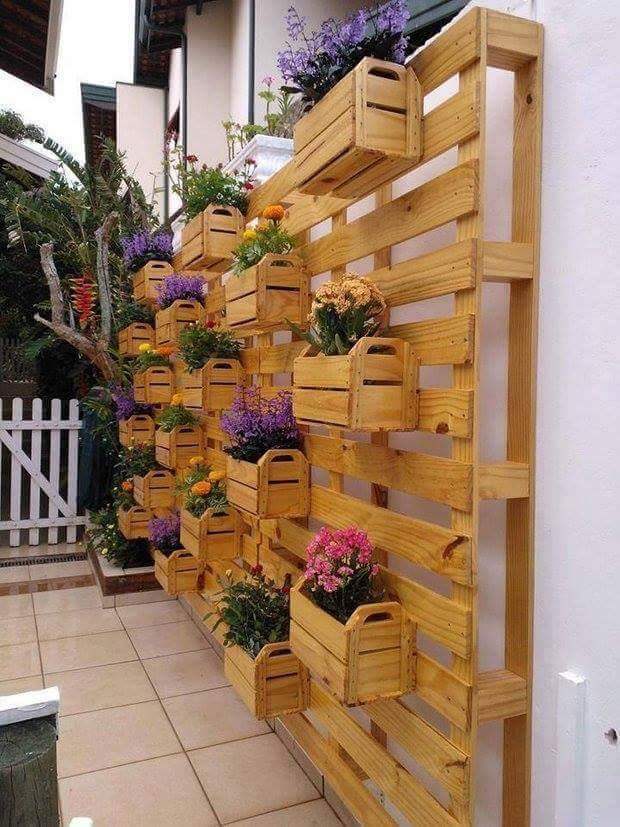 fantsticas ideas para decorar tu jardn con cajas madera