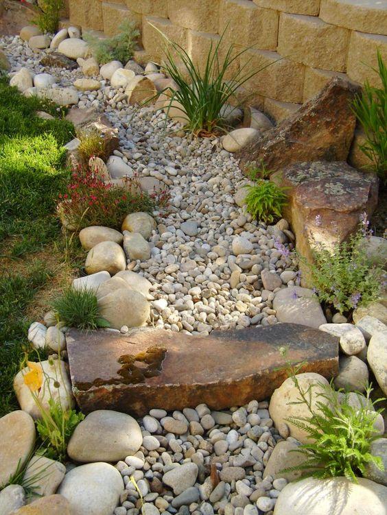 20+ Hermosas Ideas para Decorar tu Jardín con Piedras