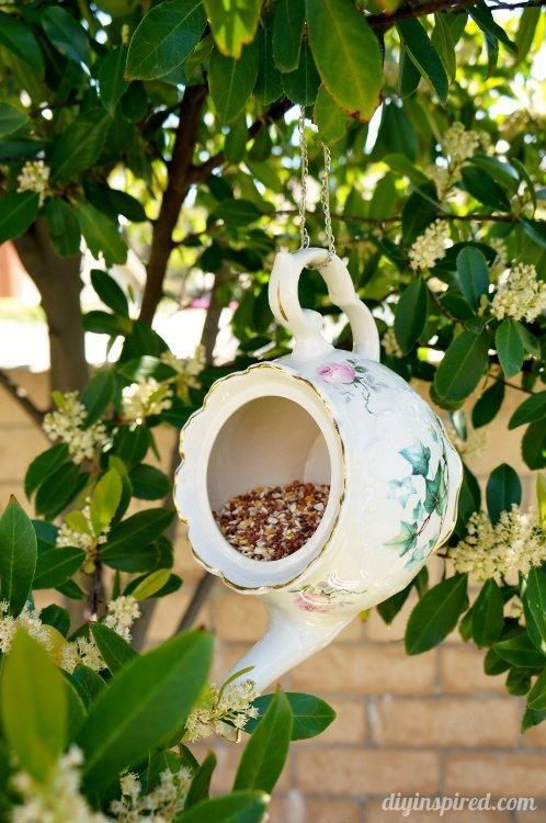 20 ideas geniales para decorar jard n con art culos de cocina for Articulos para jardin