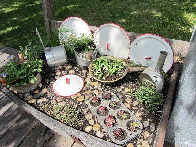 20+ Ideas Geniales para Decorar Jardín con Artículos de Cocina