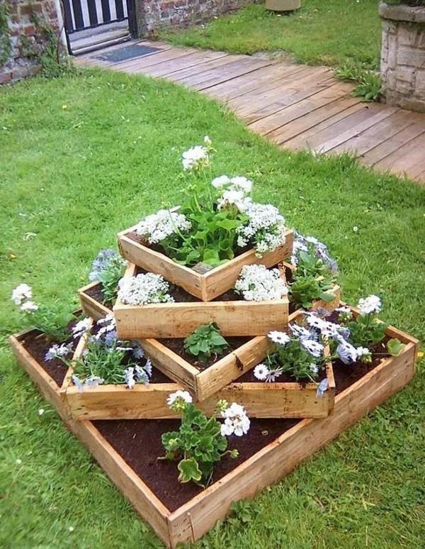 15 hermosos y originales maceteros de madera para tu jardin for Madera para jardin