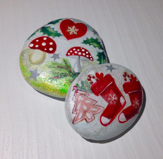 25+ Increíbles Manualidades con Piedras Pintadas Navideñas